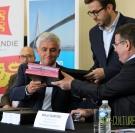 Signature du PDR normand à Alvimare. Hervé Morin et Mihail Dumitru.