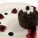 Fondant au chocolat à la betterave confite, coulis de myrtille