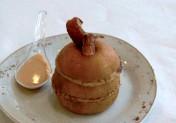 Millefeuille de pommes à la brioche perdue et sa sauce caramel