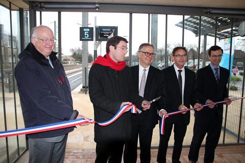 De g. à dr. : Patrick Berg (Dreal), Nicolas Mayer-Rossignol (Région), Roland Bonnepart (SNCF), Emile Canu (maire Yvetot) et Nicolas Lefèvre (RFF)